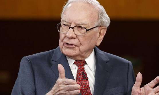 Warren Buffett ra quyết định đầu tư như thế nào?
